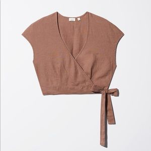 Aritzia Wilfred self wrap, cropped low cut blouse